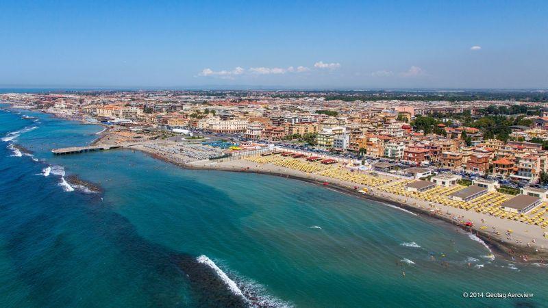 La mer et les plages à côté de Rome